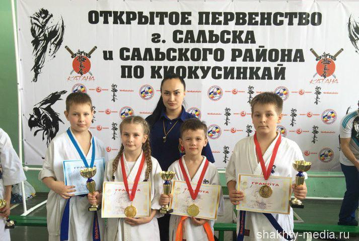 Шахтинские каратисты привезли «золото» и «серебро» с открытого первенства по киокусинкай