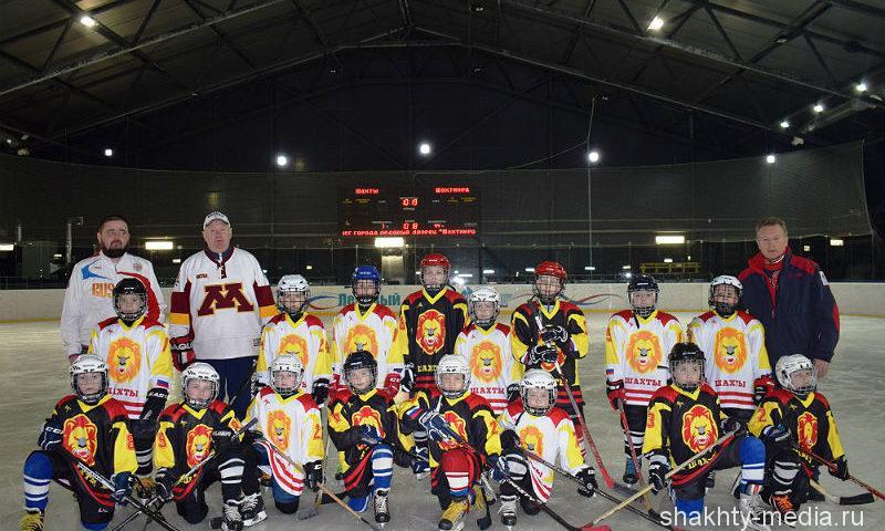 Шахтинским хоккеистам вручили игровые майки (ФОТО, ВИДЕО)