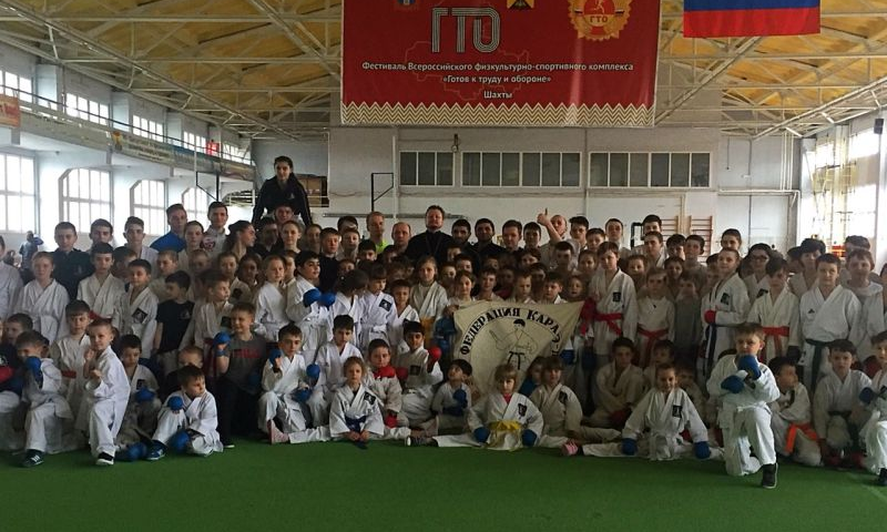 В легкоатлетическом манеже прошли тактико-технические учебные сборы Шахтинской федерации каратэ-до