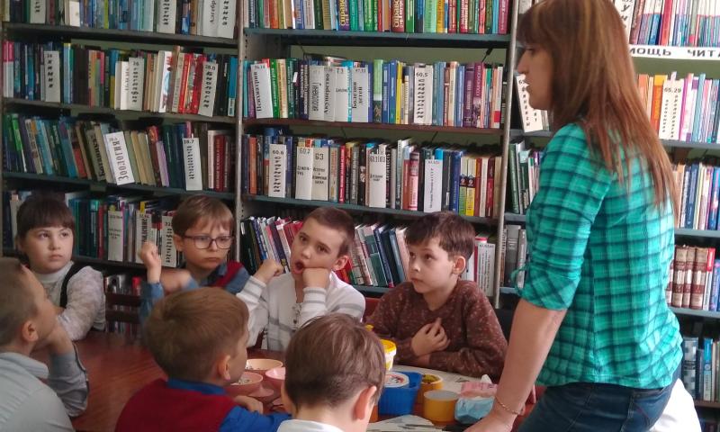 В библиотеке им. М.Горького г.Шахты прошел творческий урок «Из того, что мама выбросит…»