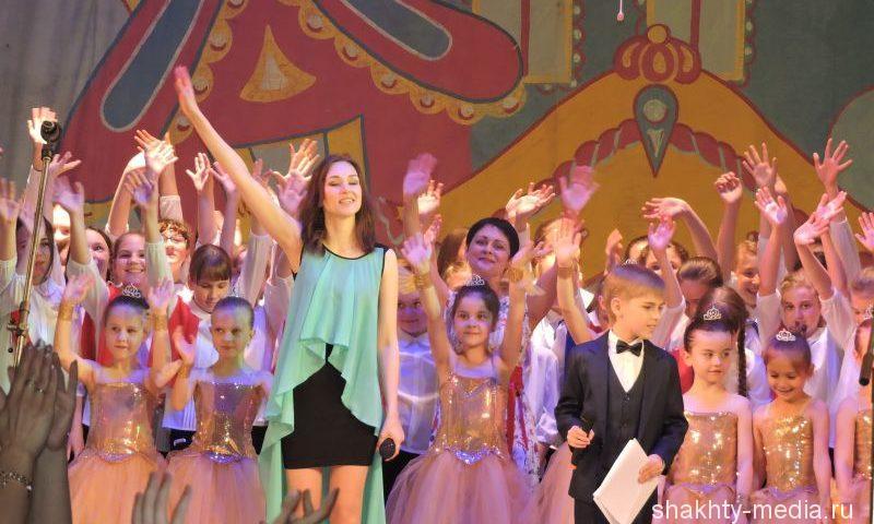 В драматическом театре прошел  отчетный концерт учащихся школы искусств г. Шахты