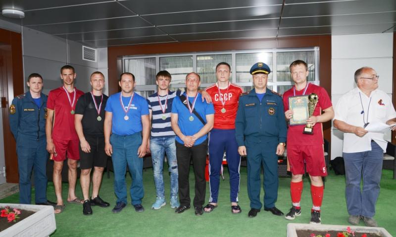 Шахтинские пожарные заняли третье место в мини-футболе