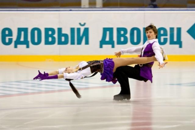 Шахтинцы могут кататься в Ледовом дворце при условии соблюдения дистанции в четыре квадратных метра на человека