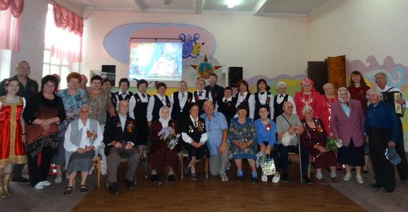 Для шахтинских ветеранов в клубе им.Красина провели праздничный огонек «Помнит сердце, не забудет никогда»