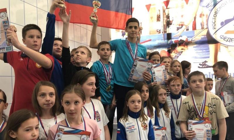 Сборная команда г.Шахты заняла первое место на областном турнире по плаванию в Волгодонске