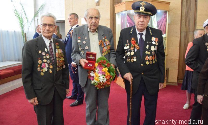 Шахтинец Станислав Долгополов награжден знаком губернатора Ростовской области «За ратную службу»