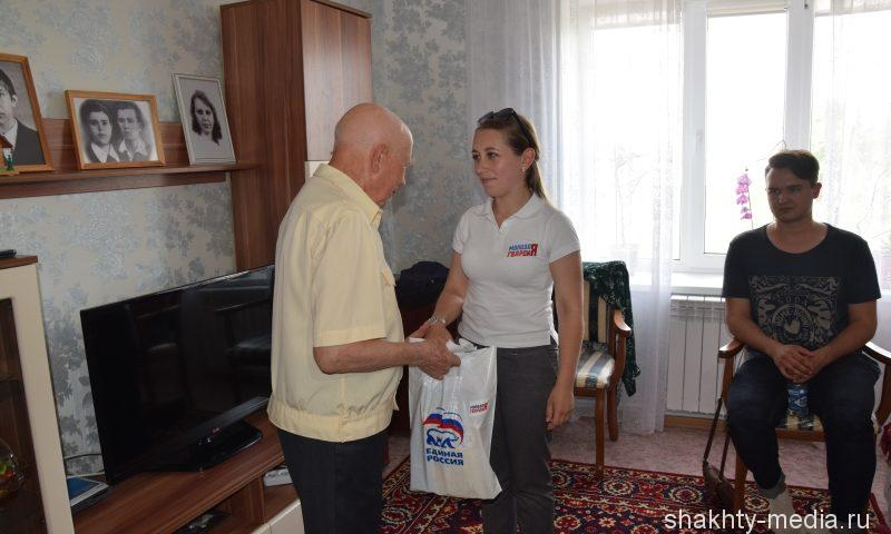 """Молодогвардейцы оформили благотворительную подписку ветеранам на """"Шахтинские известия"""""""