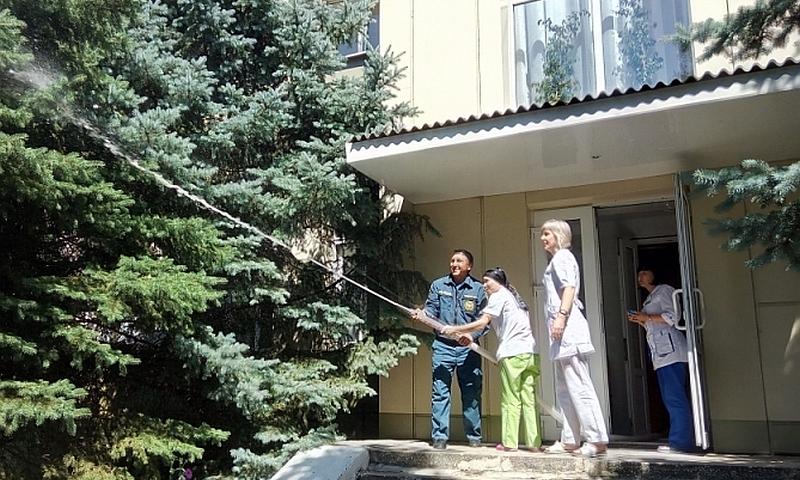 Шахтинские огнеборцы провели пожарные занятия в реабилитационном центре