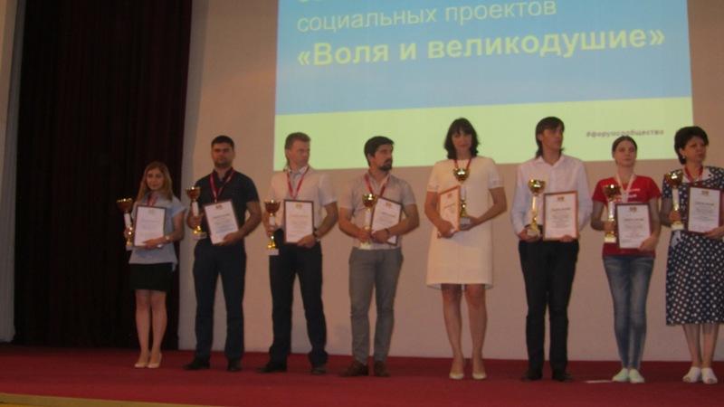 300 лучших проектов и практик добровольцев Юга России – в подарок стране ко Дню рождения