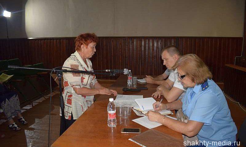 В клубе имени Красина прошел прием шахтинцев