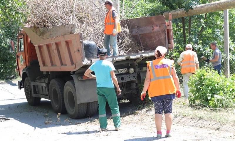 В Шахтах продолжается уборка несанкционированных свалок