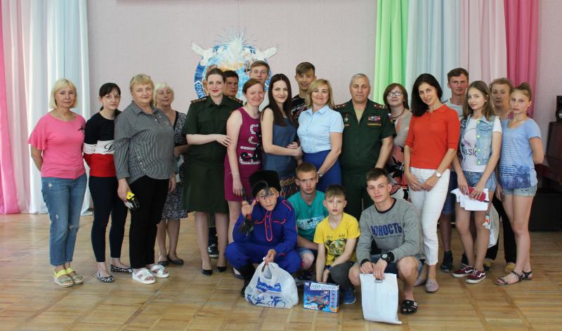 Военные следователи, прокуроры и судьи побывали в гостях у воспитанников Шахтинского центра помощи детям №1