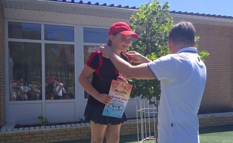 Юные шахтинские спортсменки завоевали серебро и бронзу на теннисных турнирах в Ростове и Таганроге