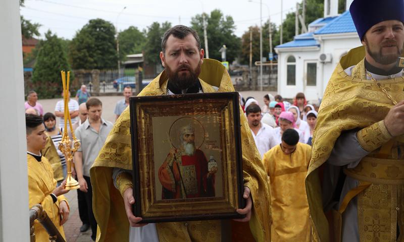 В День 1030-летия Крещения Руси епископ Симон совершил Божественную литургию в Покровском кафедральном соборе