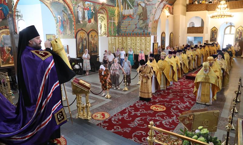 Семилетие образования Шахтинской епархии отметили праздничным богослужением