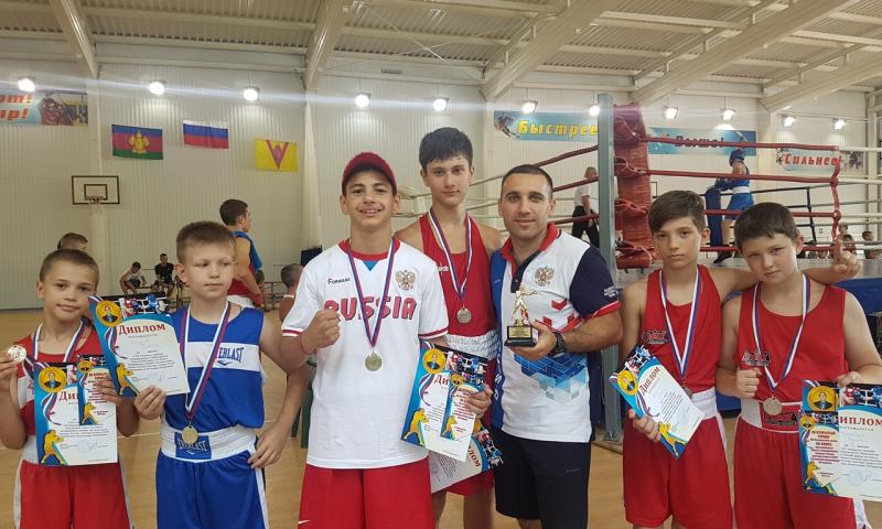 Шахтинские боксеры заняли призовые места в межрегиональном турнире по боксу