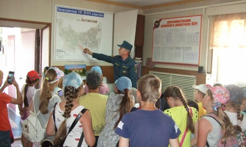 В Покровском кафедральном соборе г. Шахты провели ознакомительную экскурсию  для детей