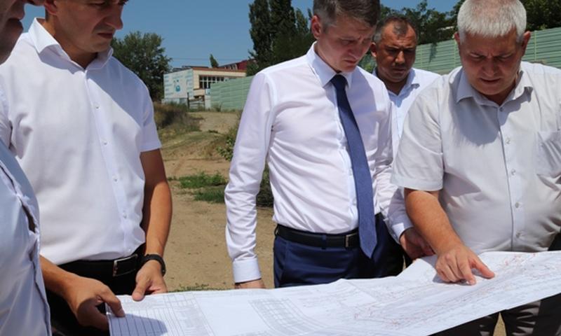 Глава администрации проверил состояние шахтинских стадионов