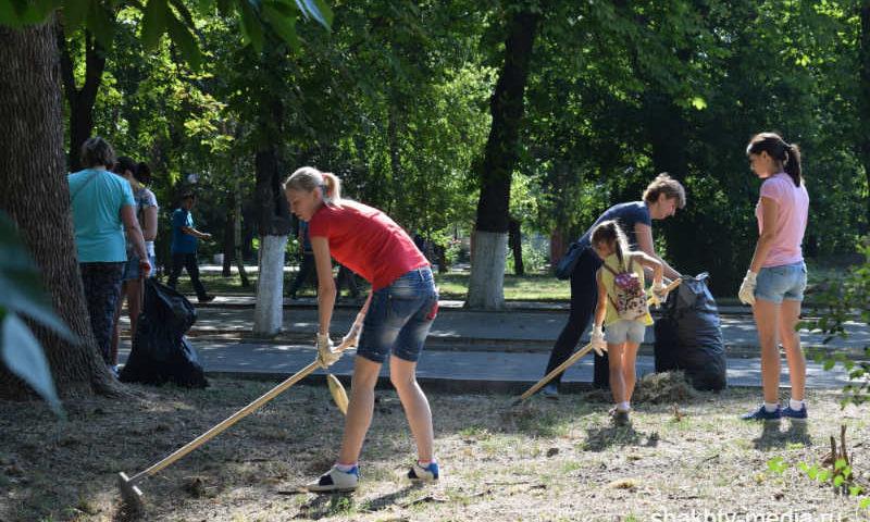 Шахтинцы приняли активное участие в уборке города