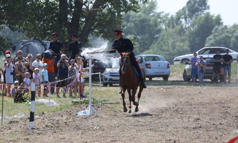 Конно-спортивным праздником отметили в станице Старочеркасской 265 лет со дня рождения Матвея  Платова