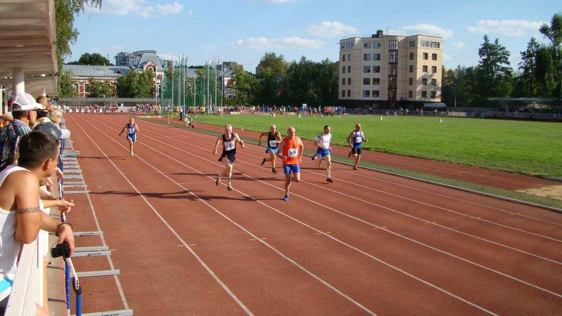 Шахтинец  Константин Осадченко занял третье место на чемпионате России по легкой атлетике среди ветеранов спорта