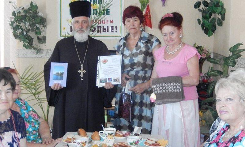 65-летие  настоятеля храма Вознесения Господня г. Шахты протоиерея Николая Уварова  отметили творческим вечером