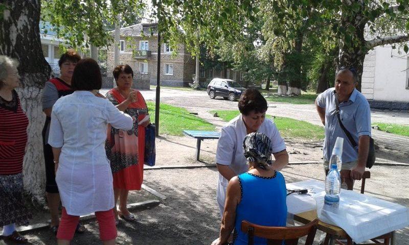 Шахтинцы совершили прогулку с доктором в поселке Майский