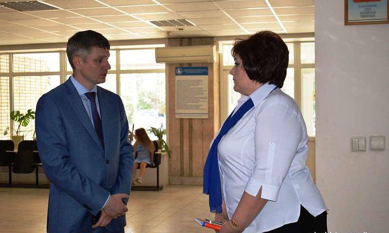 Глава администрации г.Шахты познакомился с работой Центра занятости населения