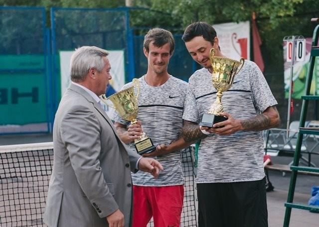 Василий Голубев наградил победителей теннисного турнира «Кубок «Шахтер Дона»