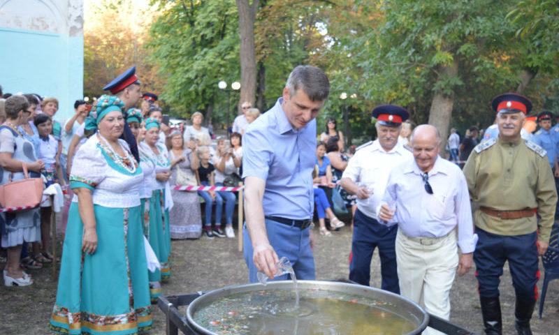 В Шахтах казаки приготовили 120 литров ухи