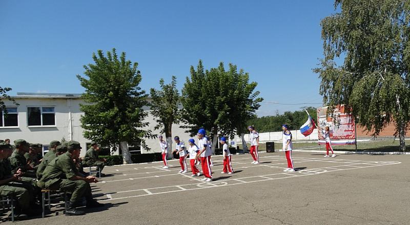 Артисты клуба Красина г.Шахты побывали в гостях в военной части 3722 с концертом