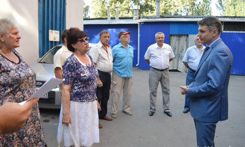 Глава администрации г.Шахты встретился с жителями дома 129 по улице Ленина