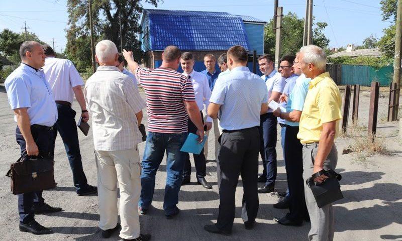 Глава администрации по просьбе шахтинцев рассмотрел возможность благоустройства улицы Чухновского