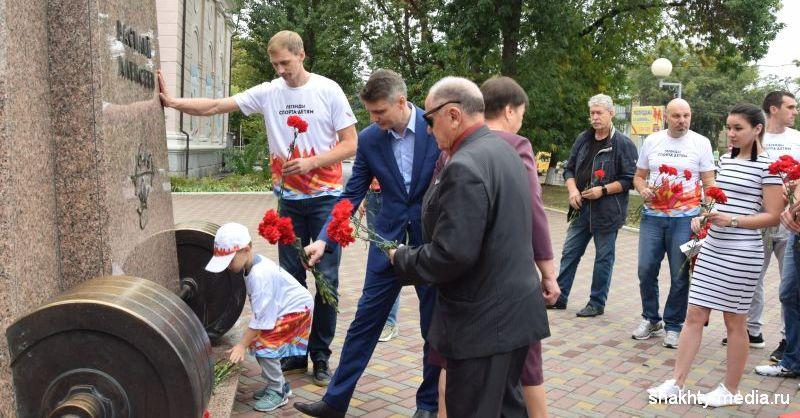 В Шахтах легенды спорта почтили память прославленного тяжелоатлета Василия Алексеева
