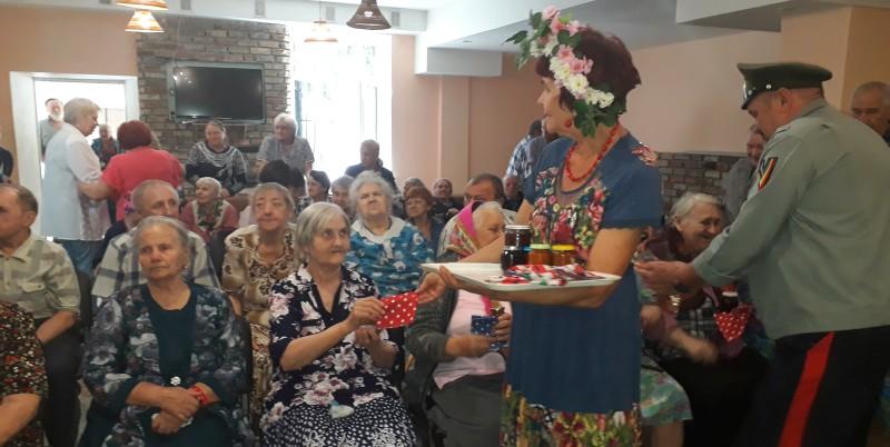 День добрых дел отметили в Шахтинском пансионате для престарелых и инвалидов