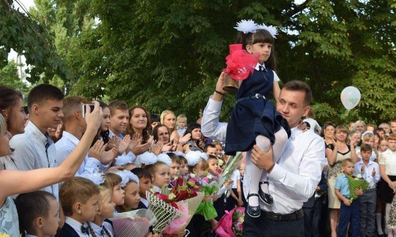 В городе Шахты 1 сентября за парты сядут 2317 первоклассников
