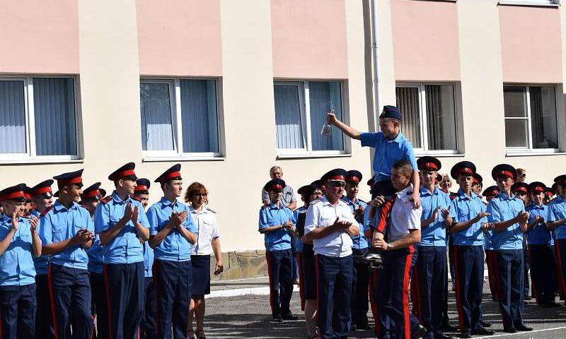 В Шахтинском Я.П.Бакланова казачьем кадетском корпусе прозвенел первый звонок