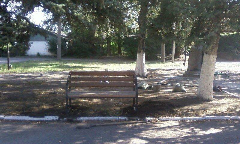 В поселке Майский г.Шахты установлены новые скамейки