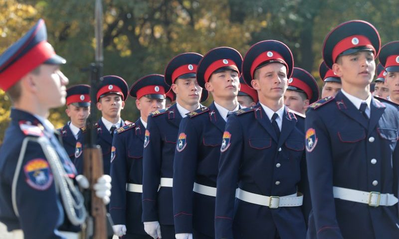 Глава Донского края Василий Голубев наградил победителей губернаторского смотра кадетских корпусов