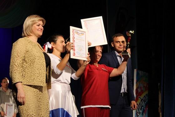 В VIII областном фестивале творчества «Радуга звезд» среди психоневрологических интернатов участвовали 13 команд