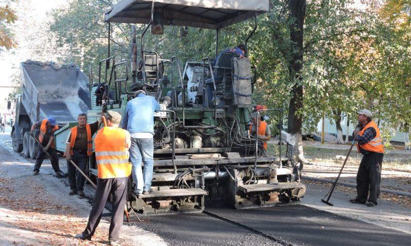 В городе Шахты  проводится ямочный ремонт дорог
