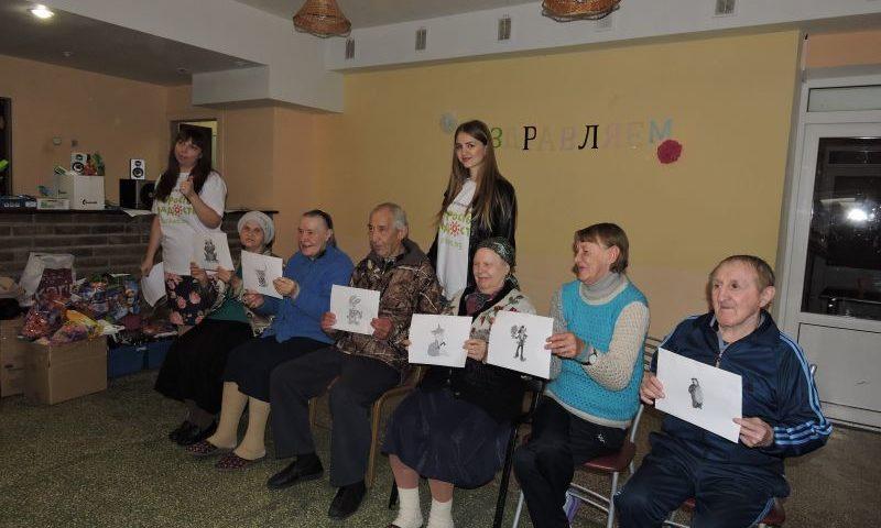 Волонтерский отряд поздравил пожилых людей Шахтинского пансионата для престарелых и  инвалидов