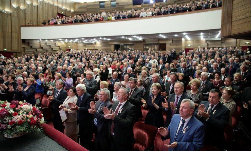 Донских комсомольцев  губернатор Ростовской области поздравил со 100 юбилеем ВЛКСМ