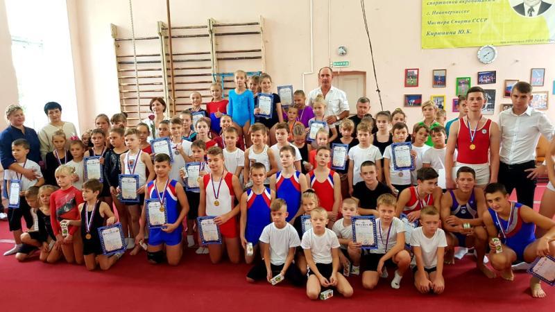 Шахтинские акробаты  центра «Алиса» завоевали пять медалей на Открытом областном турнире «Олимпийские надежды»