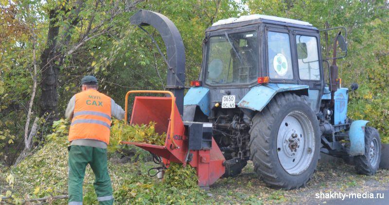В Шахтах работает дереводробильная машина