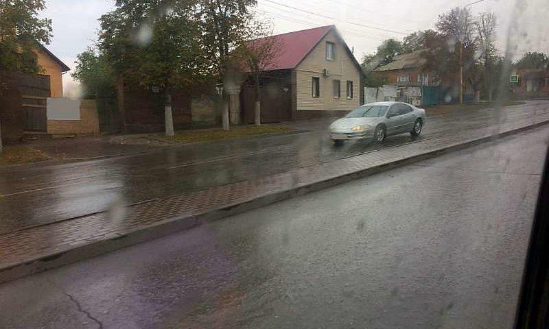 Экстренное предупреждение! В Шахтах ожидаются сильный дождь с грозой и штормовым ветром