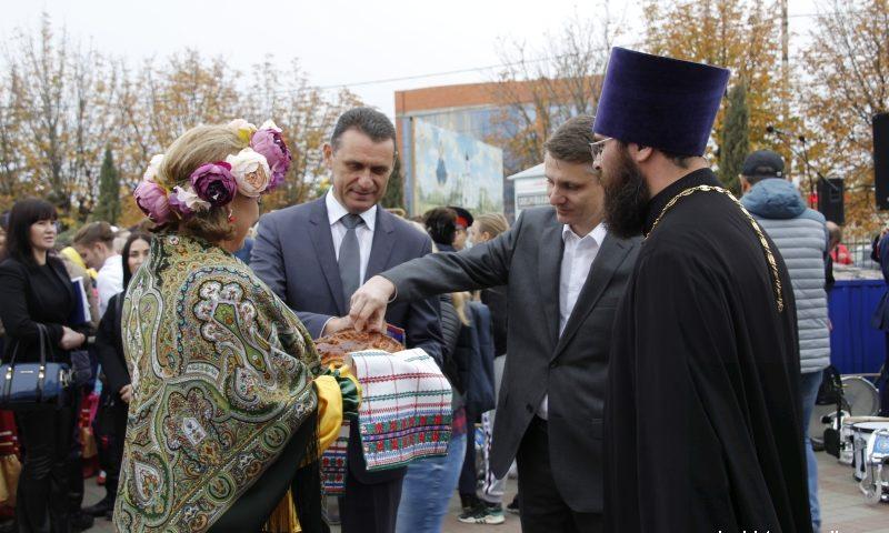 На Соборной площади г. Шахты был организован  городской праздник «Казачьи посиделки»