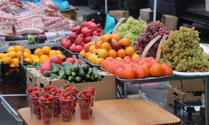 В Шахтах подорожали гречка, рис, сахар и мука,  яблоки и  лук