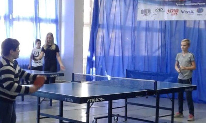 В легкоатлетическом манеже г. Шахты соревновались подростковые клубы