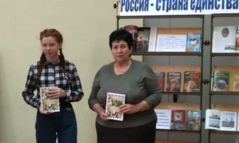Победителям  регионального конкурса «Язык – духовный код нации» – юнкорам пресс-центра ДЖОСТИК  вручили авторские экземпляры